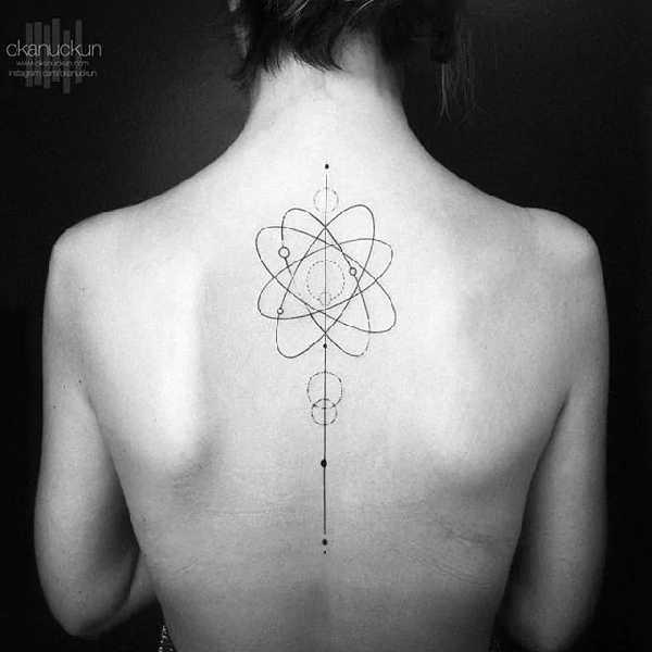 tattoo wirbelsäule frau